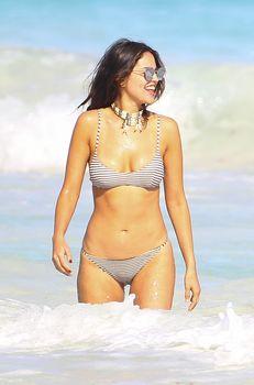Сексуальна Эйса Гонсалес в бикини на пляже в Мексике фото #2
