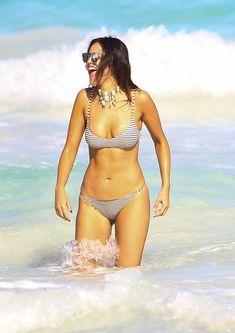 Сексуальна Эйса Гонсалес в бикини на пляже в Мексике фото #3
