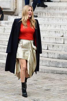 Возбуждённые соски Элли Голдинг сквозь наряд на шоу Стеллы МакКартни в Париже фото #4