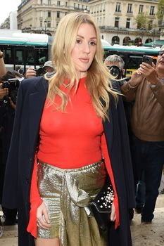 Возбуждённые соски Элли Голдинг сквозь наряд на шоу Стеллы МакКартни в Париже фото #5