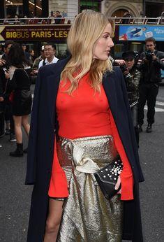 Возбуждённые соски Элли Голдинг сквозь наряд на шоу Стеллы МакКартни в Париже фото #8