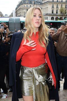 Возбуждённые соски Элли Голдинг сквозь наряд на шоу Стеллы МакКартни в Париже фото #9