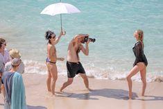 Торчащие соски Эльзы Хоск в прозрачном наряде на пляже в Сен-Бартелеми фото #17