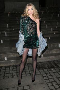 Горячая Эльза Хоск в прозрачном наряде в Нью-Йорке фото #5