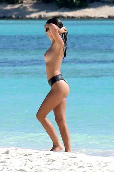 Сексуальная Эмили Ратаковски топлесс в Мексике фото #2