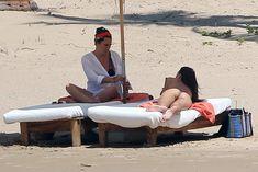 Шикарное бикини Эмили Ратаковски на пляже в Мексике фото #8