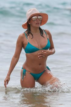 Яркий бикини Евы Лонгория на пляже на Майами фото #4