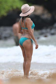 Яркий бикини Евы Лонгория на пляже на Майами фото #7