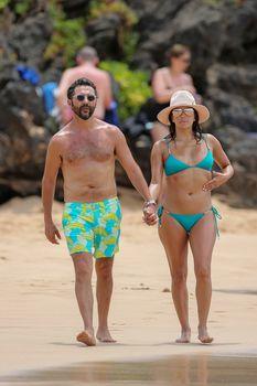 Яркий бикини Евы Лонгория на пляже на Майами фото #9