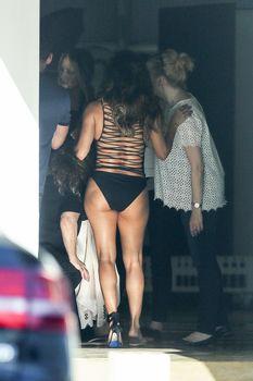 Красотка Ева Лонгория в сексуальном купальнике в Каннах фото #12