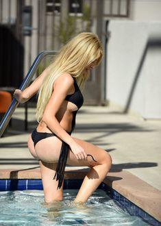 Красавица Фарра Абрахам засветила грудь в бикини в Каннах фото #4