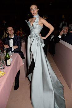 Откровенное декольте Джиджи Хадид на The Fashion Awards фото #8