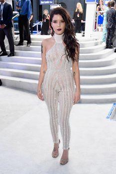 Обнажённая Холзи в прозрачном наряде на MTV Video Music Awards фото #9