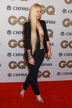 Заманчивая Игги Азалия без лифчика на The GQ Men of The Year Awards фото #7