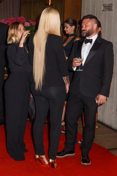 Заманчивая Игги Азалия без лифчика на The GQ Men of The Year Awards фото #9
