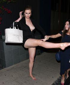 Горячая Айрленд Болдуин засветила сиськи в Западном Голливуде фото #3