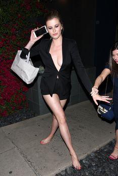 Горячая Айрленд Болдуин засветила сиськи в Западном Голливуде фото #12
