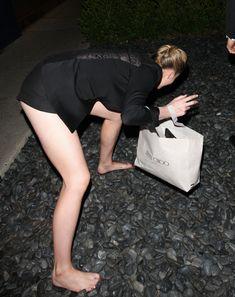 Горячая Айрленд Болдуин засветила сиськи в Западном Голливуде фото #14