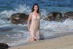 Красотка Айрленд Болдуин в прозрачном наряде на Гавайах фото #7