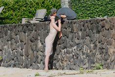 Красотка Айрленд Болдуин в прозрачном наряде на Гавайах фото #13