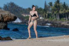 Красотка Айрленд Болдуин в прозрачном наряде на Гавайах фото #16