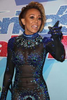 Обнажённая Мелани Браун в прозрачном наряде на шоу America's Got Talent фото #1