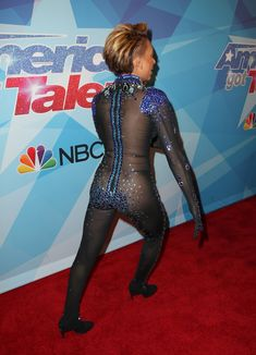Обнажённая Мелани Браун в прозрачном наряде на шоу America's Got Talent фото #4