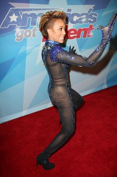 Обнажённая Мелани Браун в прозрачном наряде на шоу America's Got Talent фото #6