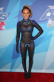 Обнажённая Мелани Браун в прозрачном наряде на шоу America's Got Talent фото #8