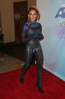 Обнажённая Мелани Браун в прозрачном наряде на шоу America's Got Talent фото #11