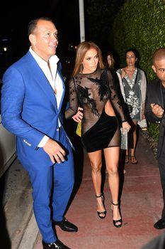 Сексуальная Дженнифер Лопес в полностью прозрачном наряде на Майами фото #6