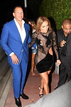 Сексуальная Дженнифер Лопес в полностью прозрачном наряде на Майами фото #7