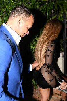 Сексуальная Дженнифер Лопес в полностью прозрачном наряде на Майами фото #10