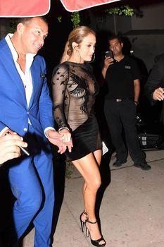 Сексуальная Дженнифер Лопес в полностью прозрачном наряде на Майами фото #14