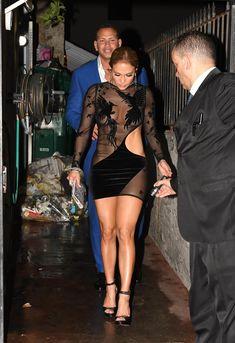 Сексуальная Дженнифер Лопес в полностью прозрачном наряде на Майами фото #16