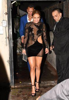 Сексуальная Дженнифер Лопес в полностью прозрачном наряде на Майами фото #17