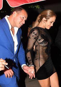 Сексуальная Дженнифер Лопес в полностью прозрачном наряде на Майами фото #18