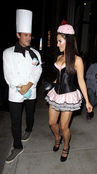 Шикарное открытое декольте Джессики Лаундс на вечеринке в Западном Голливуде фото #4