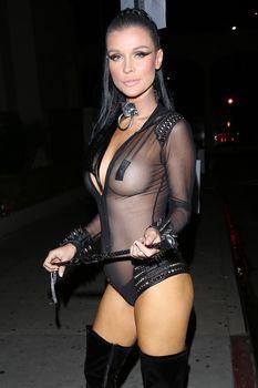Красотка Джоанна Крупа засветила грудь в прозрачном костюме на Хэллоуин фото #2