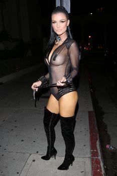 Красотка Джоанна Крупа засветила грудь в прозрачном костюме на Хэллоуин фото #5