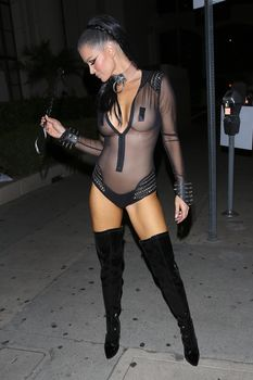 Красотка Джоанна Крупа засветила грудь в прозрачном костюме на Хэллоуин фото #6