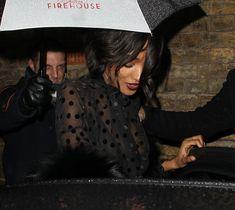Красавица Джордан Данн засветила грудь в прозрачном наряде под зонтиком фото #6