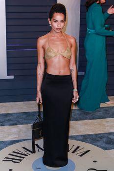 Зои Кравиц в засветила соски на вечеринке Vanity Fair фото #5
