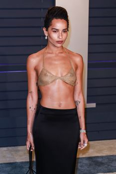 Зои Кравиц в засветила соски на вечеринке Vanity Fair фото #8