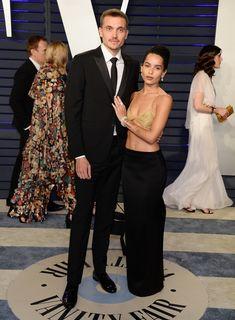 Зои Кравиц в засветила соски на вечеринке Vanity Fair фото #9
