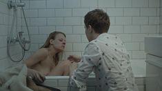 Александра Ребенок показала голую грудь в сериале «Садовое кольцо» фото #5