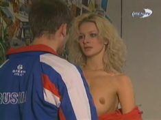 Голая грудь Александры Флоринской в сериале «Провинциалы» фото #3