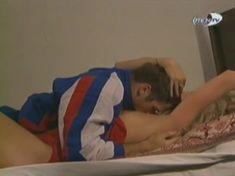Голая грудь Александры Флоринской в сериале «Провинциалы» фото #11