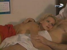 Голая грудь Александры Флоринской в сериале «Провинциалы» фото #13