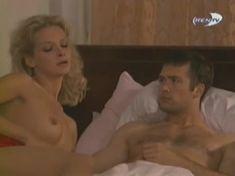Голая грудь Александры Флоринской в сериале «Провинциалы» фото #14